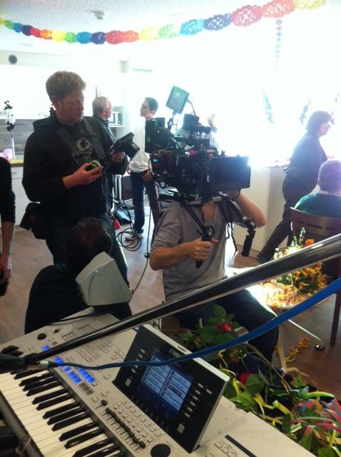 Kamerateam verfolgt Keyboarder Karl - Keyboarder Karl agiert professionell in ganz Deutschland als Musiker und Entertainer